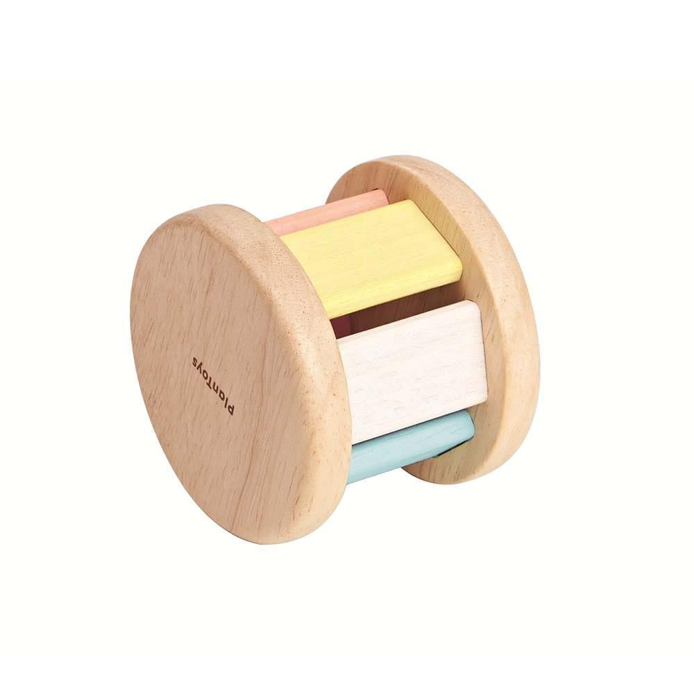 Plan Toys – Rollende Rammelaar in Pastelkleuren