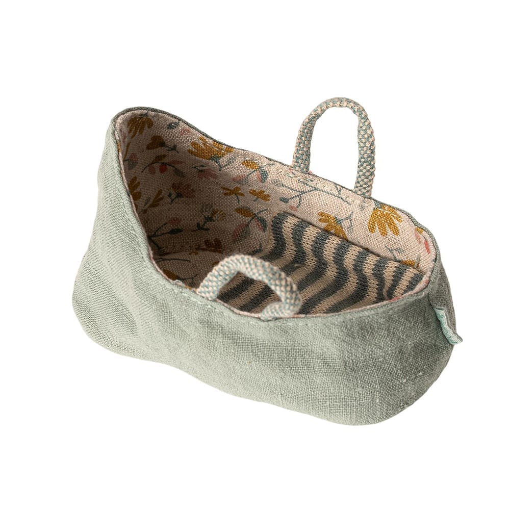 Maileg – Carrycot MY, Dusty Green – 6 cm