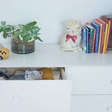 oeuf-nyc-merlin-dresser-6drawer-white-detail