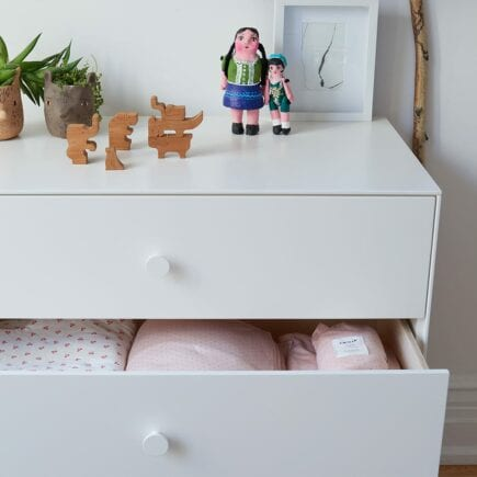 oeuf-nyc-merlin-dresser-3drawer-white-detail